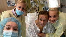 La prima foto di Navalny in ospedale: