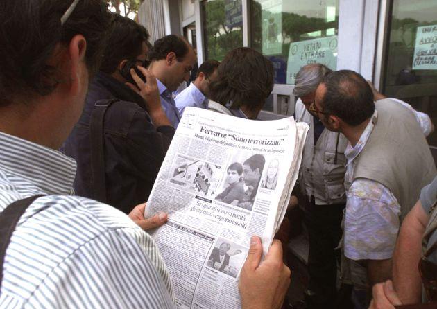 MARTA RUSSO: PER I GIUDICI POCHE ORE DI SONNO - L'attesa dei giornalisti stamani davanti all'ingresso...
