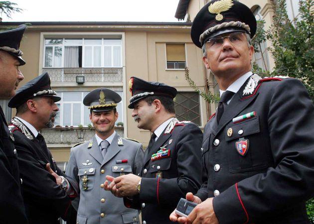 Brescia 20-08-2005 caserma carabinieri Bs conferenza stampa delitto Donegani,Colonello comandante ris...