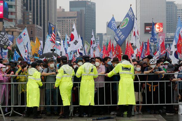 (자료사진) 서울 광화문에서 열렸던 '광복절 집회' 관련 코로나19 확진자는 500명이