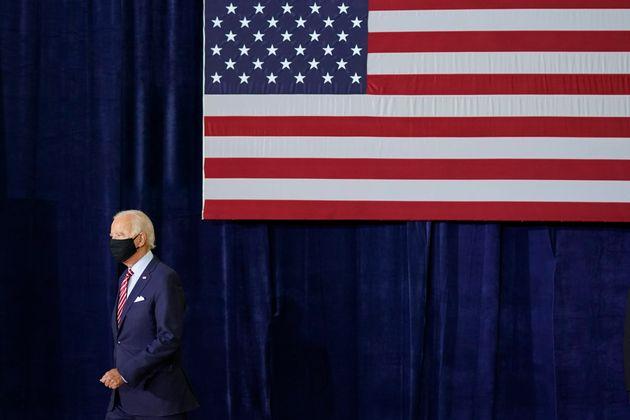 민주당 대선후보 조 바이든이 참전군인들과의 간담회에 참석하고 있다. 탬파, 플로리다주.