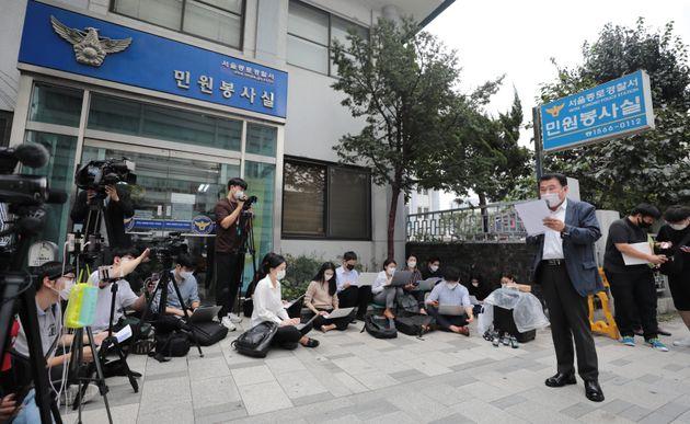 최인식 8.15 비대위 사무총장이 16일 오후 서울종로경찰서 앞에서 1000명 규모의 개천절 집회신고에 앞서 기자회견을 열어 입장을 밝히고