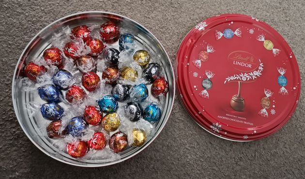 Those Lindt Sharing Tins Arent Exactly What Everyone Hoped For