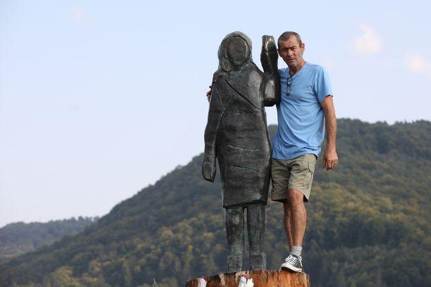 Σλοβενία: Φωτογραφίες από το νέο άγαλμα της Μελάνια Τραμπ - To προηγούμενο είχε