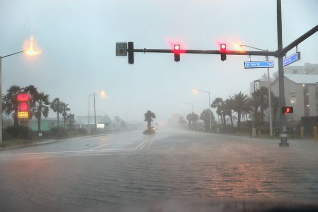 Εικόνες και βίντεο από τον τυφώνα Σάλι - Κίνδυνος για ιστορικές