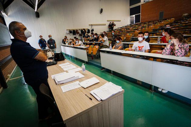 Il ministro dell'università Manfredi: «Più fondi alla ricerca e al diritto allo studio»