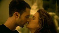 Levine ricorda il bacio (con gaffe) alla moglie di Travolta, con lui in