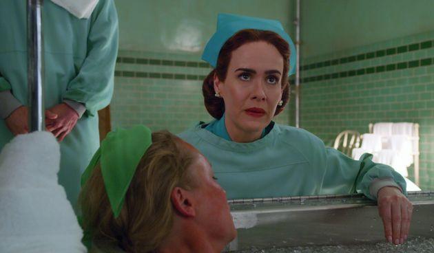 Sarah Paulson como a enfermeira Mildred Ratched em