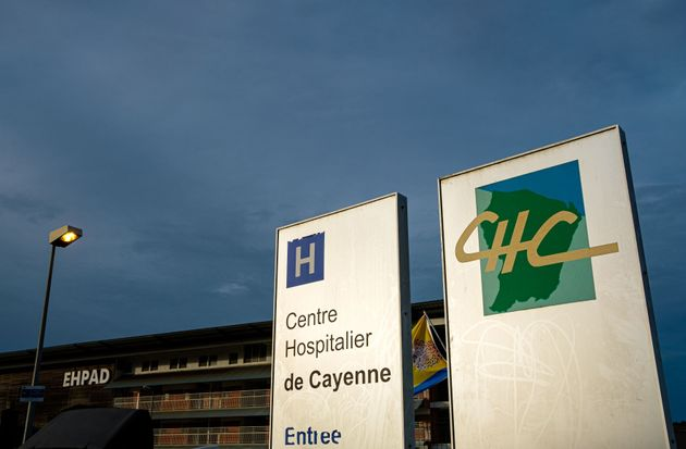 L'entrée de l'hôpital de Cayenne en Guyane, en juin 2020 (Photo by jody amiet /