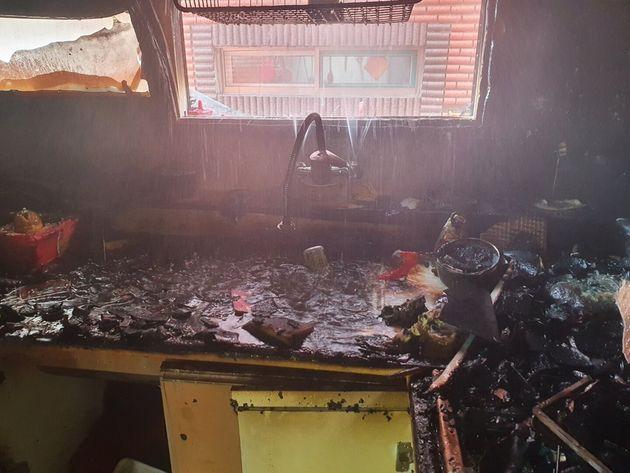 14일 오전 11시16분께 인천시 미추홀구의 한 빌라 건물 2층 A군(10) 거주지에서 불이 나 A군과 동생 B군(8)이 중상을 입었다. 사고는 어머니가 집을 비운 사이 형제가 단둘이...