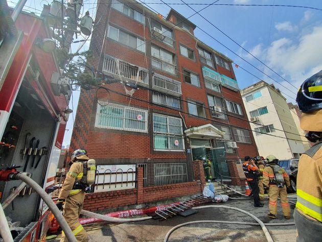 지난 14일 오전 11시16분께 인천시 미추홀구 용현동 도시공사 임대주택 모 빌라 전체 4층짜리 건물 2층 A군(10) 거주지에서 불이 나 A군과 동생 B군(8)이 중상을 입었다....