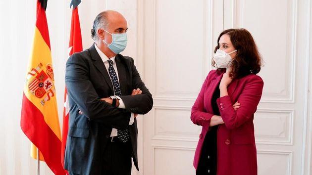 Antonio Zapatero e Isabel Díaz Ayuso, en la la toma de posesión de los nuevos cargos de la Viceconsejería...