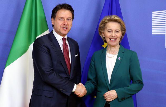 El primer ministro Giuseppe Conte y la presidenta de Comisión Europea, Ursula Von der Leyen, en...