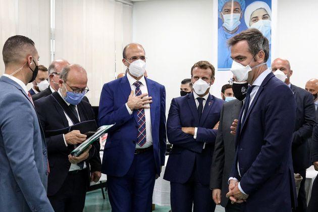 Emmanuel Macron et Olivier Véran en visite dans un hôpital de Beyrouth le 1er septembre