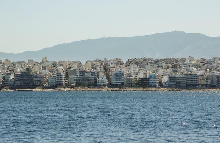 Η σύγχρονη Αθήνα και η πολυκατοικία της
