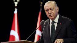Νέο «σόου» Ερντογάν: Χαρακτήρισε «ανίκανο φιλόδοξο» τον Εμανουέλ