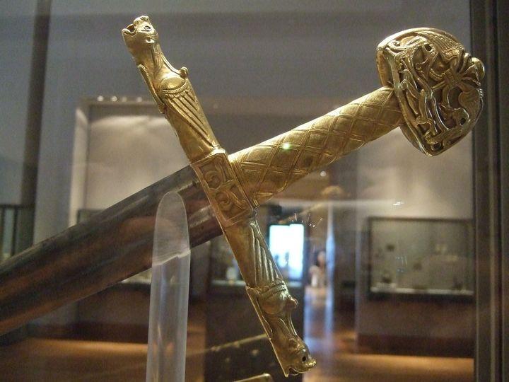 Espada de Carlomagno en el Museo Louvre de París