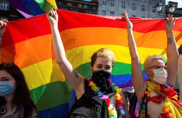 """""""Não somos uma ideologia. Somos seres humanos"""", disse Terry Reintke, um eurodeputado..."""