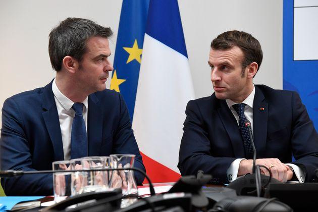 Le président de la République Emmanuel Macron et son ministre de la Santé Olivier...