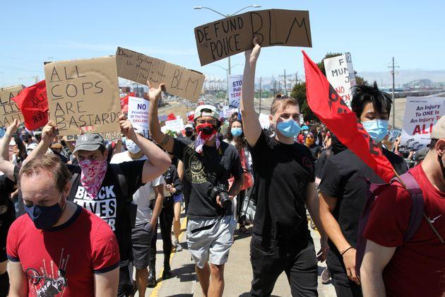 カリフォルニア州オークランドでのBLMの抗議デモ=2020年6月19日