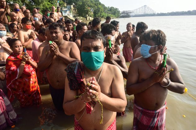 More devotees perform rituals on the banks of the