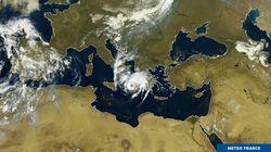 """Le """"medicane"""" Ianos, un cyclone méditerranéen, frappe la"""