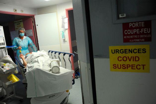 Les services d'urgences de l'hôpital d'Abbeville (Photo by: Pascal Bachelet/BSIP/Education Images/Universal...