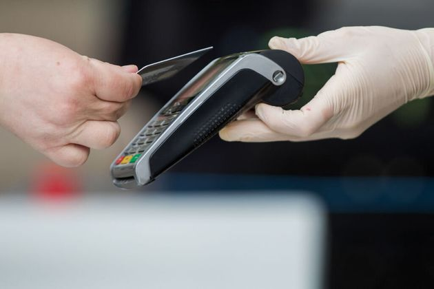 A customer uses a credit card to make a contactless payment in Norwich, U.K., on June 9, 2020. A J.D....