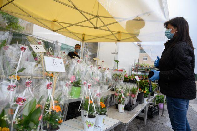 La devanture d'un fleuriste dans les rues de Marseille, le 1er mai