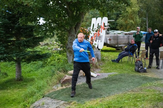 Actor Kristofer Hivju would never bend the knee to the disc golf