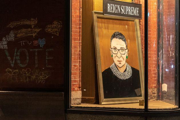 Εφυγε από τη ζωή η εμβληματική ανώτατη δικαστής των ΗΠΑ Ρουθ Μπέιντερ