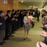 文科省職員100人超、副大臣らを深夜出迎え 職員「非常識」