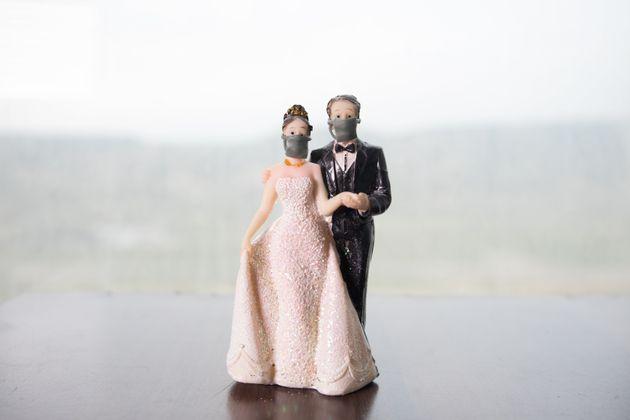 Κρήτη: «Ξέχασαν» τα μέτρα σε γλέντι γάμου - Χειροπέδες στον παππού του