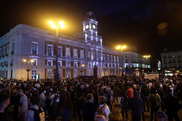 Protestas en la Puerta del Sol de Madrid tras el anuncio de las medidas restrictivas en 37 áreas sanitarias...