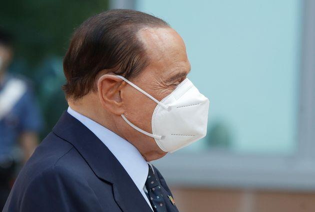 Berlusconi voterà da casa