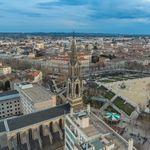 Nîmes ferme ses bars et ses restaurants, une personne portée disparue dans le