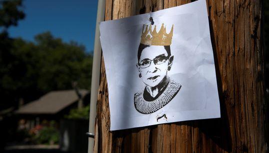 Πώς ο θάνατος της Ρουθ Μπέιντερ Γκίνσμπεργκ έγινε η νέα πρόκληση για τον προεκλογικό αγώνα των