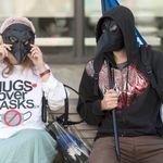 Des manifestants s'opposent aux mesures sanitaires à l'aube d'une deuxième