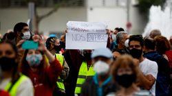 """""""Más sanidad, menos segregar"""": vecinos de zonas afectadas protestan contra las"""