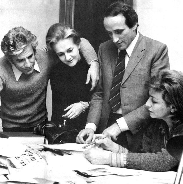 Da sinistra: Lucio Magri, Rosanna Rossanda, Eliseo Milani e Luciana Castellina nella redazione del Manifesto...