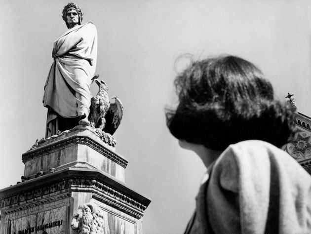 Piazza santa croce, statue of Dante Alighieri, florence, Tuscany, italy 1965 50. (Photo by: Touring Club...