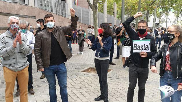 Juan Carlos Monedero, a la izquierda, en la protesta de