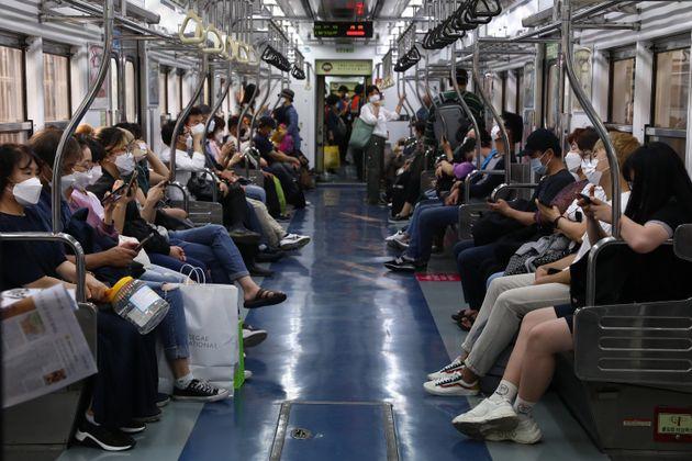 15일 서울의 지하철