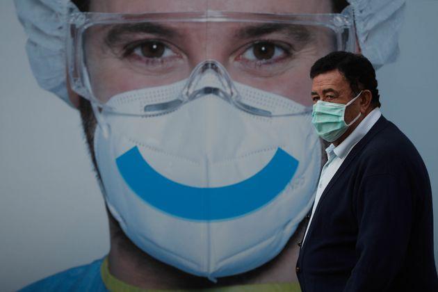 Un hombre, en Vallecas el 20 de septiembre de 2020 (Burak Akbulut/Anadolu Agency via Getty