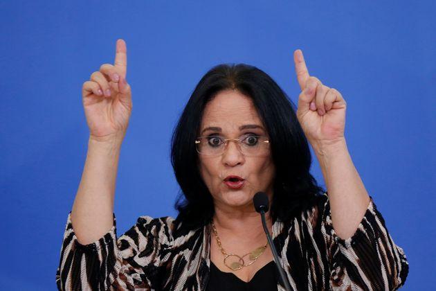 De acordo com a Folha, a própria Damares chegou a participar de reuniões com pessoas envolvidas...