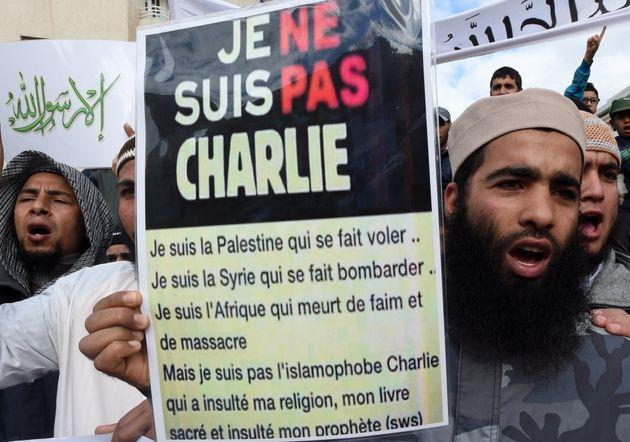 Des membres du mouvement salafiste marocain manifestent le 23 janvier 2015 dans la ville de Salé...