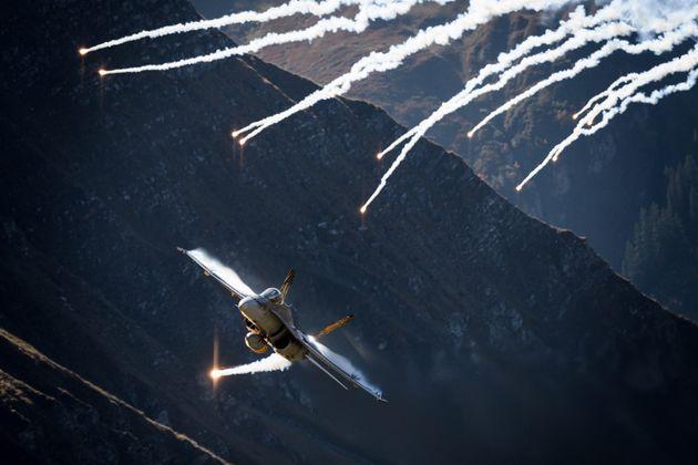 Γιατί η «ουδέτερη» Ελβετία ξοδεύει δισεκατομμύρια για νέα μαχητικά