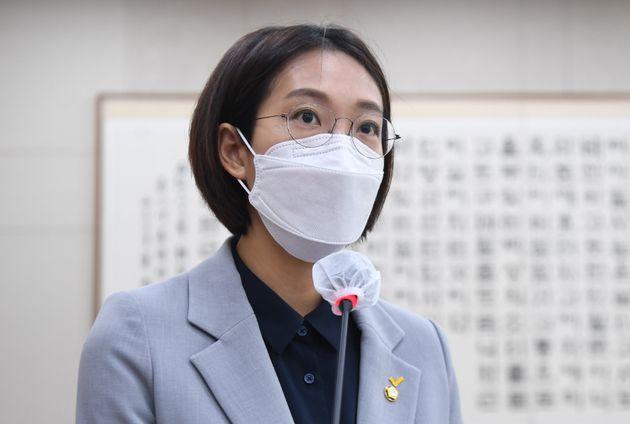 장혜영 정의당 의원이 21일 서울 여의도 국회에서 열린 법제사법위원회 전체회의에 참석해 차별금지법 제안설명을 하고