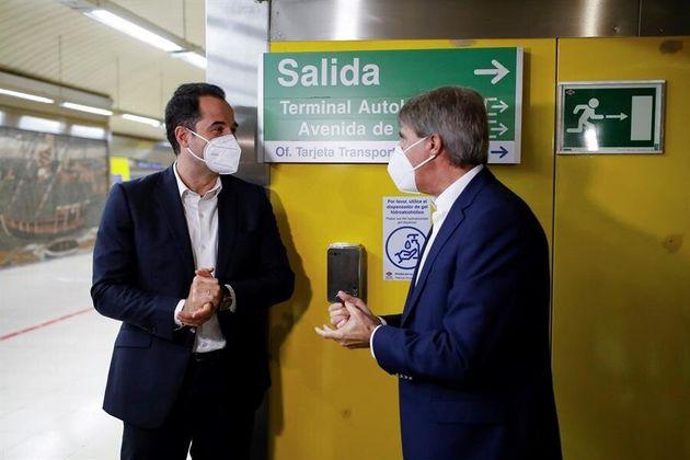 Ignacio Aguado y Ángel Garrido, durante la presentación de las nuevas medidas de Metro...