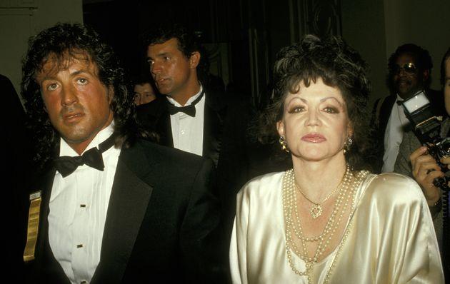 La mère de Sylvester Stallone, ici aux côtés de son fils en janvier 1988, était...